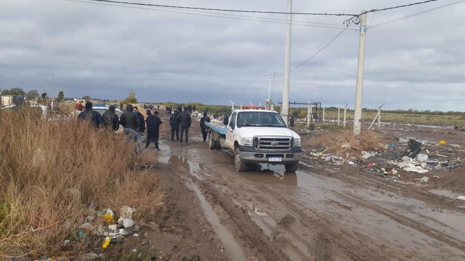 Las pericias se dificultaron por la lluvia pero igualmente ya se logró la detención de tres personas. (foto: Pablo Leguizamón)