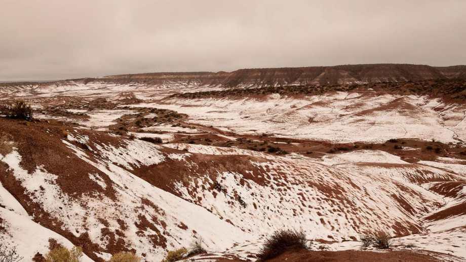 El Valle de la Luna Rojo el sábado después de la nevada en el Alto Valle. Foto: Alejandro Carnevale
