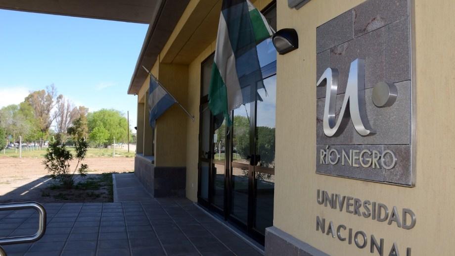 El municipio de Regina y la UNRN firmaron un convenio para desarrollar el campus universitario en Villa Regina. (Foto Néstor Salas)