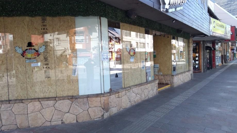 Muchos locales permanecen cerrados desde el 20 de marzo. Foto: archivo