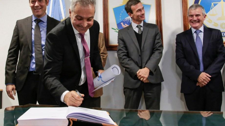 El gobernador Gutiérrez, Busamia (el día que asumió), Elosu Larumbe y Moya, en el TSJ. Nueva relación de fuerzas. (Archivo)