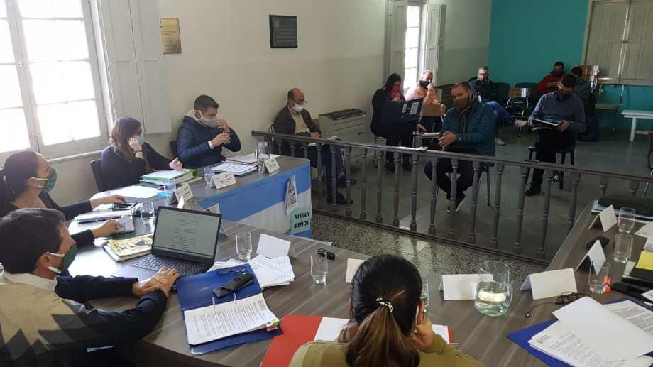 Los diez concejales votaron por rechazar un pedido de juicio político contra el intendente Marcelo Orazi. (Foto Néstor Salas)
