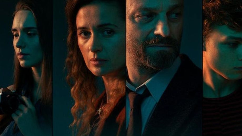 W głębi lasu / The Woods, policial polaco que cuenta la trama de un fiscal de Varsovia, que aún conserva la esperanza de encontrar a su hermana desaparecida hace más de 25 años.