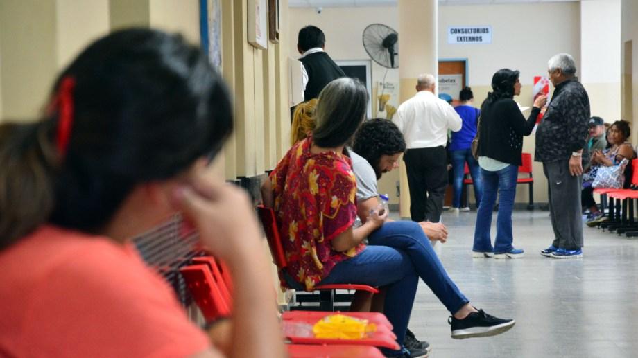Lentamente, las salas de espera de las guardias vuelven a tener más movimiento. Es fundamental revisarse ante una urgencia. (Foto: Marcelo Ochoa)