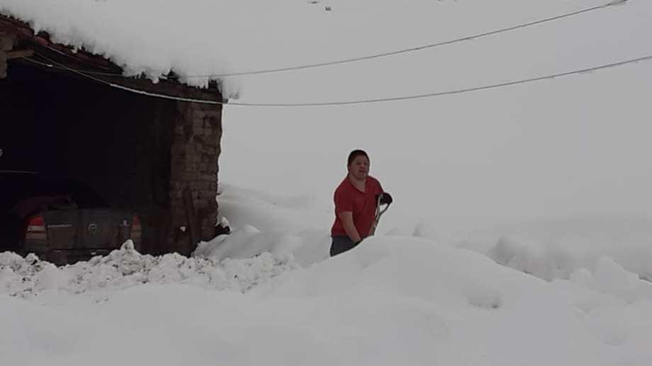 Más de 70 centímetros de nieve cubren la localidad. (Foto: gentileza)