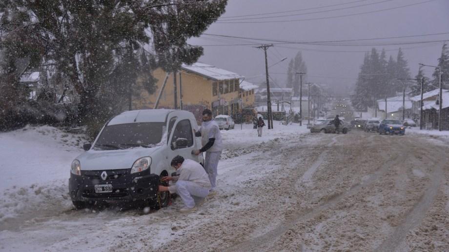 """La nieve """"más húmeda"""" generó más inconvenientes. Foto: Marcelo Martínez"""