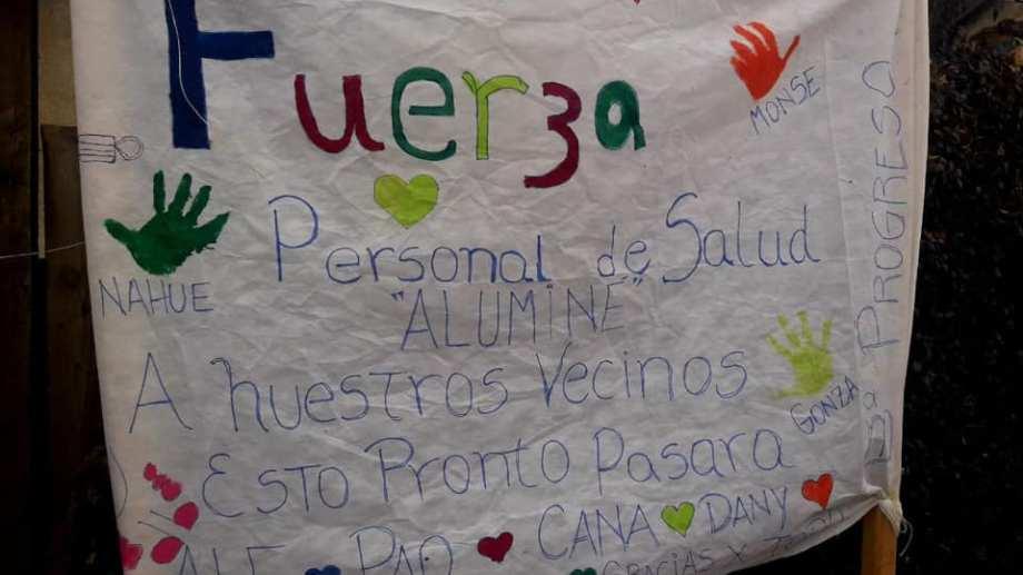 Los mensajes de apoyo al personal del hospital.  Foto: Facebook Hospital Aluminé - Neuquén