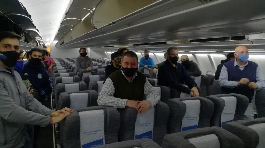 Sólo varones arriba del avión que llevó a los cientíificos a Estados Unidos.