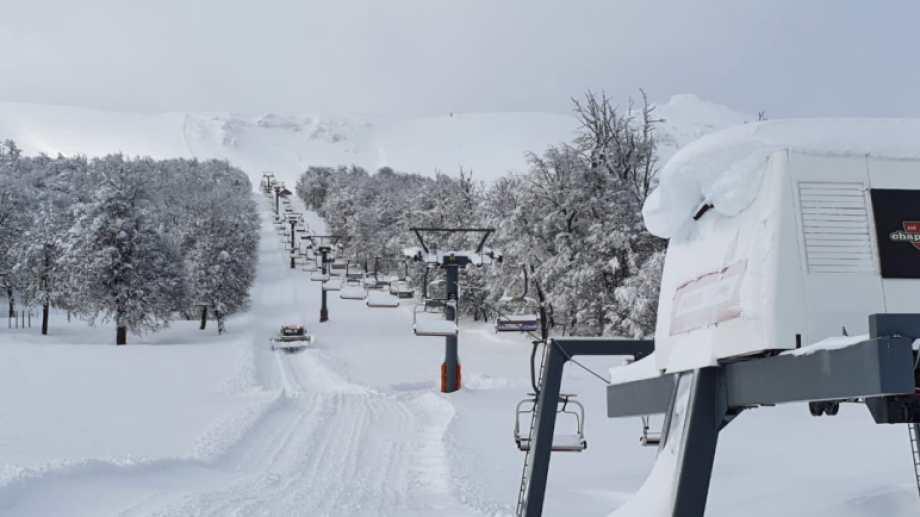 Así estaba Chapelco ayer después del temporal en San Martín de los Andes.