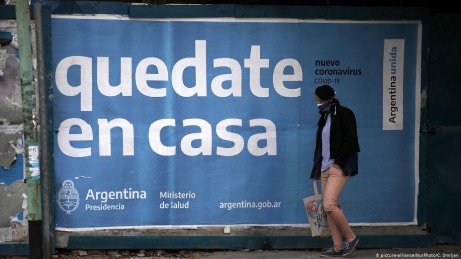 Los carteles que pueden verse en las calles porteñas.-
