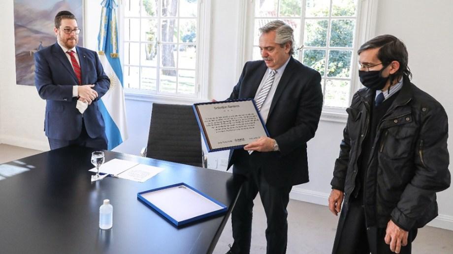 El presidente Alberto Fernández recibió a familia de la víctima más joven del atentado a la AMIA. Foto Télam.