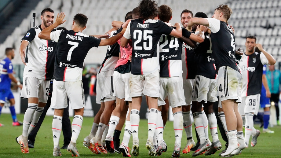 Los jugadores de la Juventus festejan el título luego de ganarle 2-0 a la Sampdoria. (AP Photo/Antonio Calanni)
