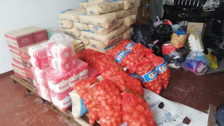 Donan alimentos para familias vulnerables de Laguna Blanca, Pilquiniyeu del Limay y Mencué. (foto: gentileza)
