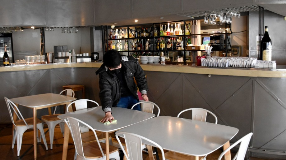 Los restaurantes y bares podrán abrir hasta las 24 de jueves a sábado.