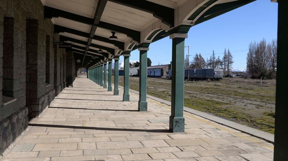 La estación de trenes de Bariloche ayer lucia desolada. Desde mediados de marzo no llegan trenes. Foto: Alfredo Leiva