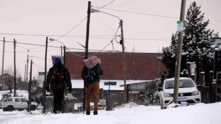 Bariloche tiene unos 140 mil habitantes y en lo que va de la pandemia 297 personas contrajeron la enfermedad de las cuales 257 se curaron y 9 murieron. (Foto: archivo)
