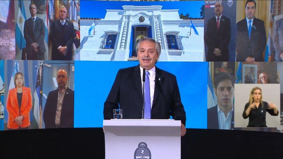 Fernández es el primer presidente de la historia del país en encabezar un acto por el Día de la Independencia de manera virtual (Télam).-