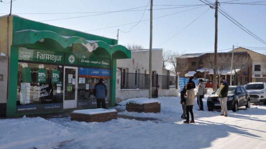 Farmacias y comercios del rubro alimenticio no han cerrado sus puertas. (Foto: José Mellado)