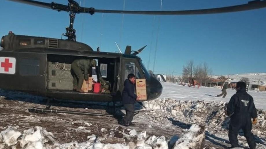 El helicóptero trabaja desde Comallo a Laguna Blanca. (foto: gentileza)