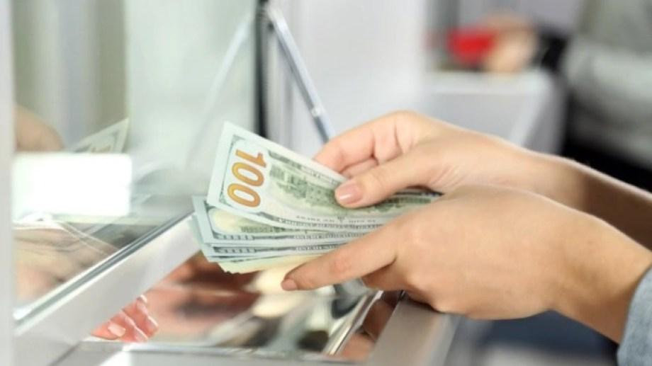 Los que cobren el Ingreso Familiar de Emergencia (IFE) estarán impedidos de comprar dólares, (foto: archivo)