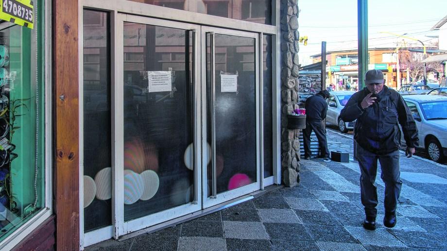 Uno de los anexos del casino de Bariloche está en el shopping Onelli. Hoy todo está fajado. Foto: Marcelo Martinez