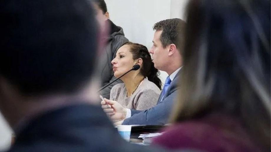 Irene Méndez junto al defensor oficial Juan Pablo Piombo.  La causa está en el Superior Tribunal de Justicia.