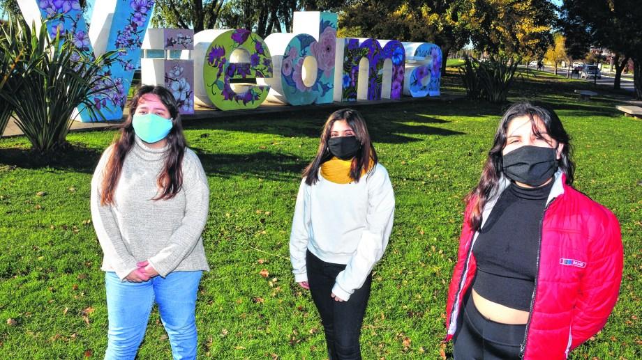 Como muchos estudiantes, Zoe, Nadine y Camila sienten desmotivación e incertidumbre sobre el futuro cercano.