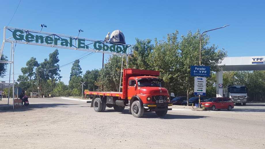 Los comercios de Godoy podrán abrir a partir de esta semana hasta las 19 . (Foto Néstor Salas)