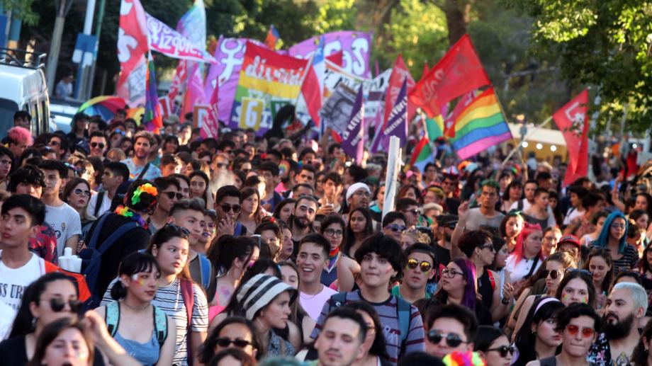 Una de las tanta marchas multitudinarias por el Día del Orgullo en Neuquén, antes de la pandemia. Foto: archivo Oscar Livera.-