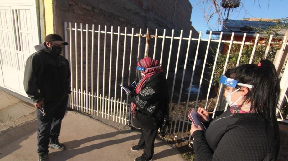 testeos en San Lorenzo. Las cuadrillas no ingresan a las viviendas particulares (foto Oscar Livera)