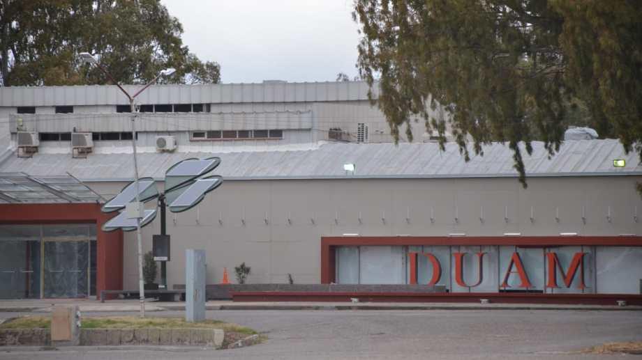 El Espacio DUAM tiene 148 camas para pacientes con cuadros leves de coronavirus. Foto: Yamil Regules.