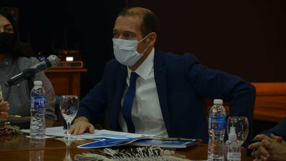 El gobernador Gutiérrez anunció que habrá circulación interna por turismo dentro de las microrregiones. (Yamil Regules).-