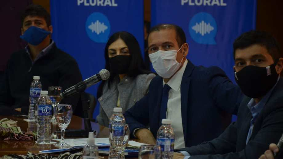 El gobernador presentó el Consejo Consultivo Plural en conferencia de prensa. Foto: Yamil Regules.