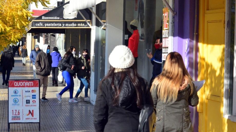 Nuevo horario, compre local y habilitaciones digitales, algunos de los reclamos que llegaron al municipio. Foto: Marcelo Ochoa.