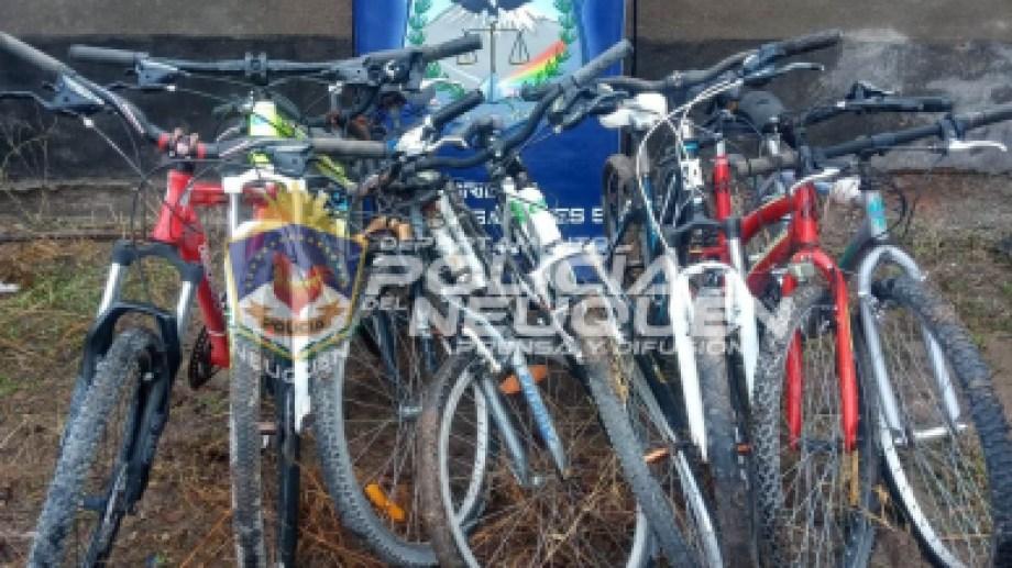 Las comisarías de Neuquén albergan una gran cantidad de bicicletas que no tienen dueños identificados. (Foto: Gentileza).