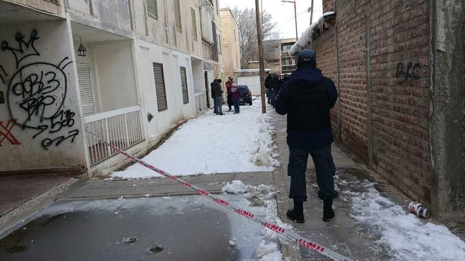 El hecho fue en un departamento del bloque B1, en el barrio conocido como 500 Viviendas. (Gentileza Cutral Co al Instante).-