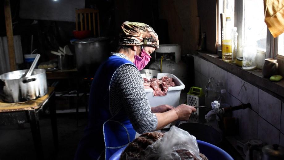 Las mujeres jóvenes de los sectores populares son quienes más requieren del Ingreso Familiar de Emergencia. Foto Florencia Salto.