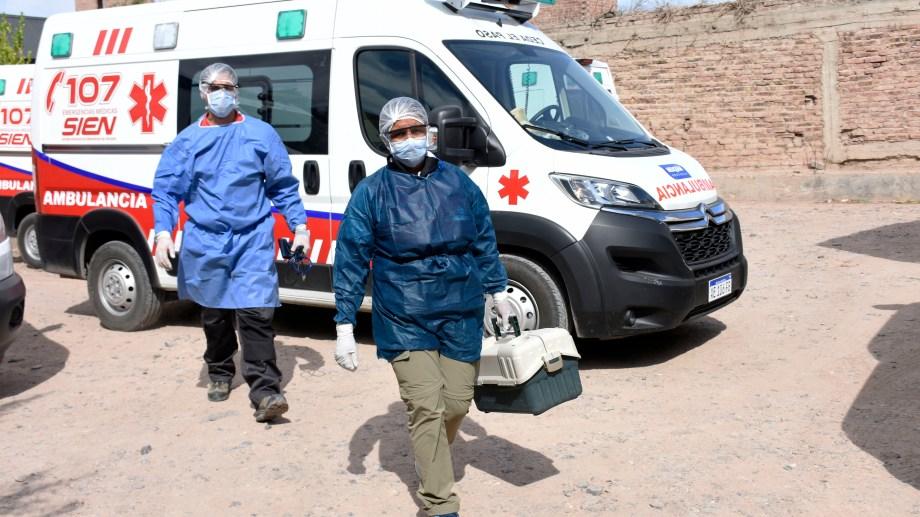Trabajadores del SIEN realizando visitas sanitarias. Foto: Florencia Salto