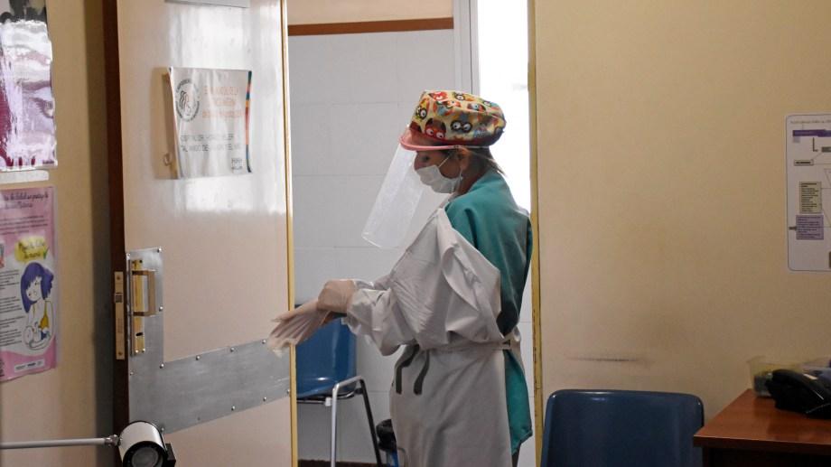 El uso de los elementos de protección personal, fundamental en la emergencia sanitaria.  Foto Florencia Salto.
