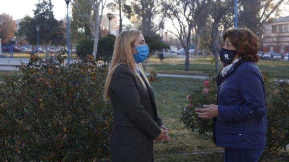 Días atrás, la gobernadora pasó por el municipio de Roca y dialogó con la intendenta. El tópico también fue el sistema de salud en medio de la pandemia. Foto: archivo.-