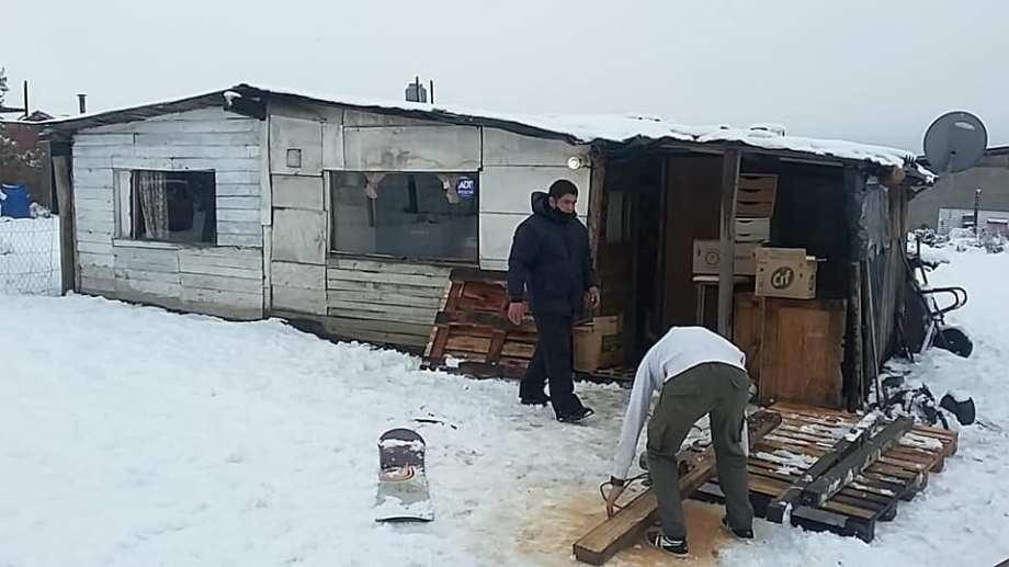"""Voluntarios del grupo """"Abrigando Bariloche"""" realizan un trabajo intenso este invierno. Foto: Gentileza"""