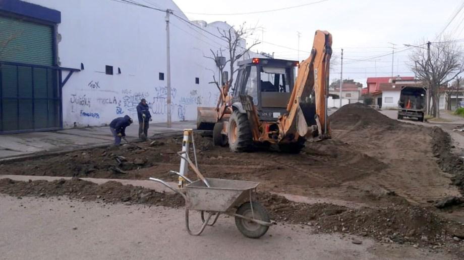 Por 45 días no se podrá circular por la calle Tacuarí frente al barrio San Martín. (Foto Néstor Salas)