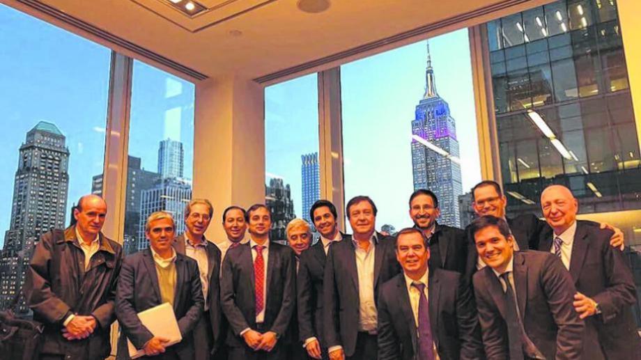 Weretilneck junto al ministro Domingo, en Nueva York, en 2017.
