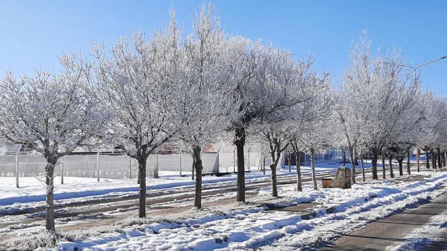 En Los Menucos el frío también se hizo sentir. -10 grados. (foto: Hugo Munóz)