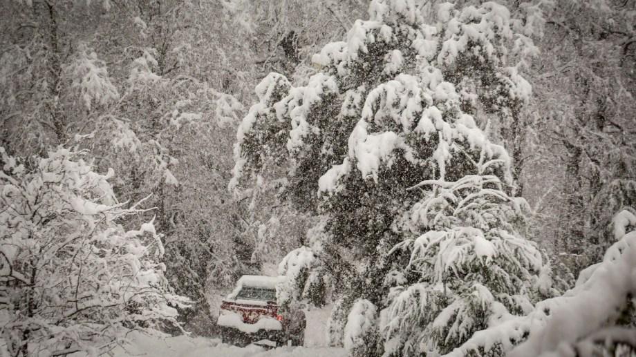 El fuerte temporal de nieve azota a la región cordillerana. (Foto: Patricio Rodríguez).
