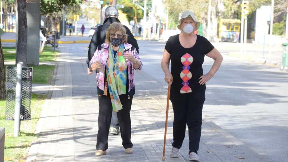 Mañana pueden salir los vecinos con DNI terminado en número par. El domingo, adultos  mayores y menores de  años puedan salir a pasear.