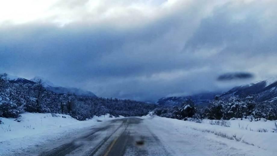 La ruta 40, entre Bariloche y El Bolsón permanece habilitada con extrema precaución. Archivo