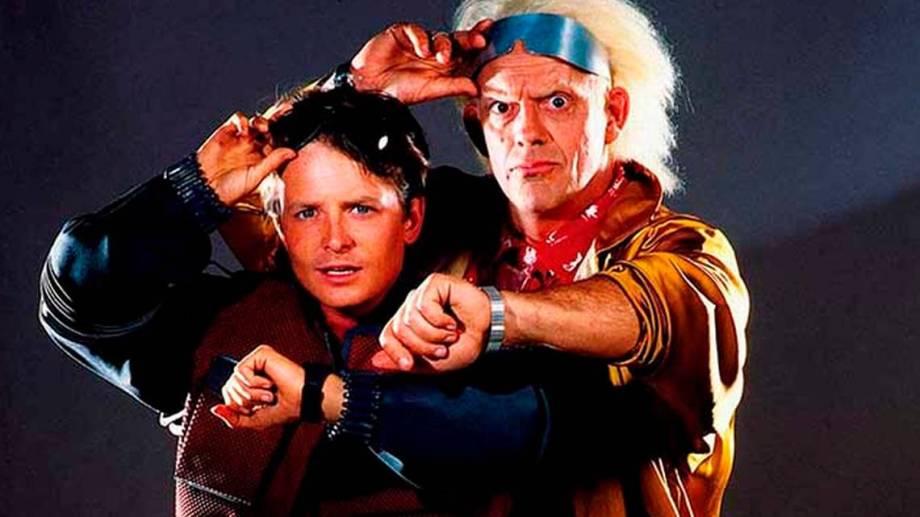 Marty McFly y el Doc, viajeros en el tiempo que marcaron a una generación y siguen cautivando tres décadas y media después.