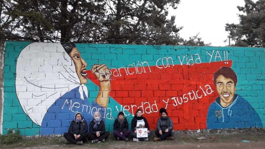 El mural realizado por la Asociación de Familiares y Víctimas del Terrorismo de Estado. Foto: Gentileza.