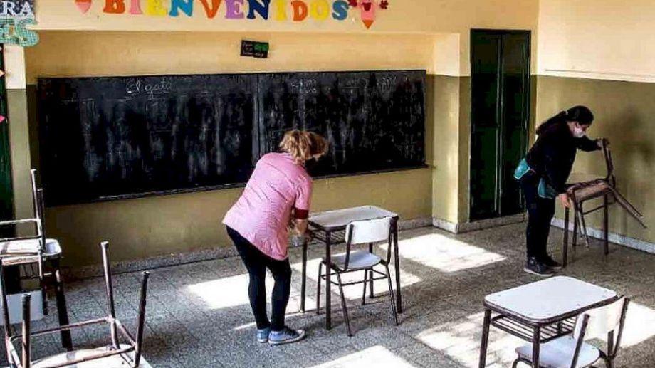 La limpieza será eje fundamental para que las personas puedan asistir a las aulas. Foto: gentileza El Litoral.-